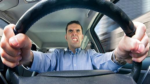 Kā izskaust agresīvu braukšanu uz Latvijas ceļiem?