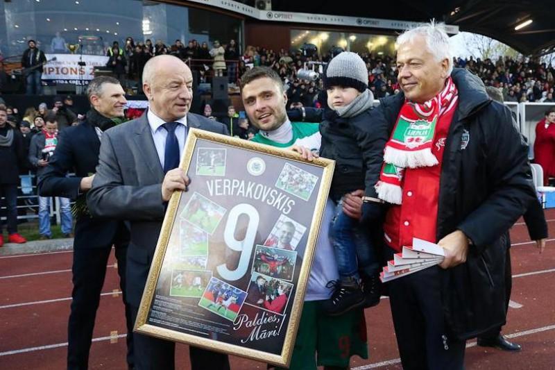 Leģenda aiziet: Verpakovskis savā pēdējā spēlē izcīna uzvaru