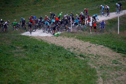 """Skujiņš un Laizāne finišē """"Strade Bianche"""" velobraucienā"""