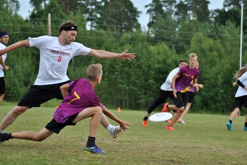 Vaidavā notiek Latvijas čempionāts frisbijā