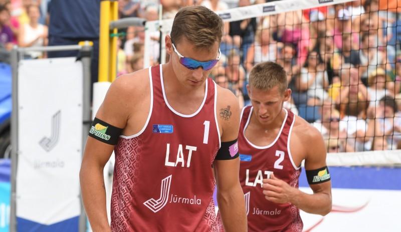 Notikušas izmaiņas trijos Latvijas pludmales volejbola duetu virknējumos