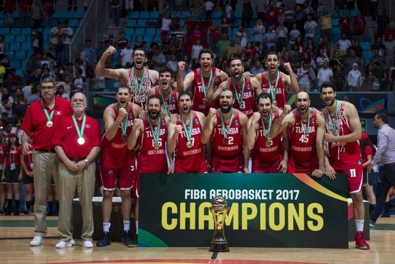 Tunisijas basketbola izlase 15 000 skatītāju klātbūtnē kļūst par Āfrikas čempioni