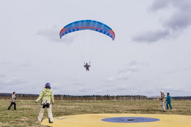 Latvijā pirmā paraplanieristu komanda no starptautiskām sacensībām atgriežas ar medaļām