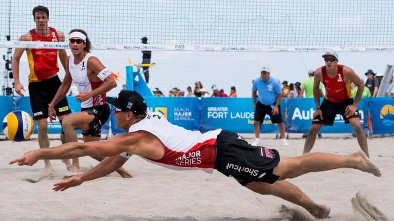 Samoilovs/Šmēdiņš uzvar olimpiskos čempionus, sasniedzot ceturto kārtu ASV