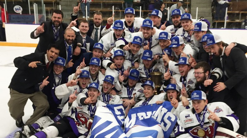 Kārlis Zirnis un vairāki latviešu hokejisti kļūst par NAHL čempioniem