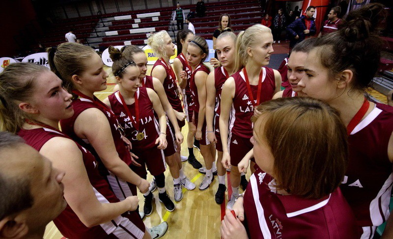 U18 meitenes bez 10 kandidātēm samet 75 punktus zaudējumā pret Igauniju