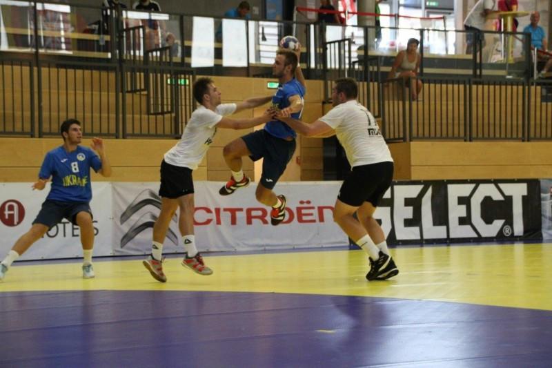 Latvijas U-18 handbolisti zaudē Ukrainai, spēlēs par 7. vietu