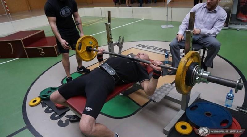 Notiks Lāčplēša Kauss svaru stieņa spiešanā guļus uz atkārtojumu skaitu