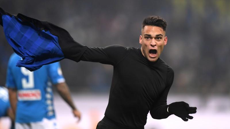 """""""Napoli"""" divi noraidījumi, """"Inter"""" izrauj uzvaru, Romas jaunietim brīnišķīgi vārti"""