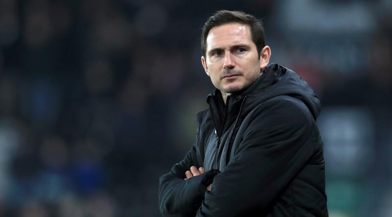Policija Bjelsas palīgu pieķer Lamparda kluba treniņbāzē, Bjelsa atzīst spiega iesūtīšanu