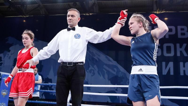 Latvijas boksere Millere uzvar pasaules čempionāta pirmajā cīņā