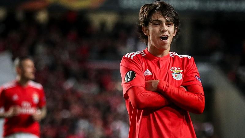 """19 gadus vecajam Žoau Fēliksam 3+1, """"Chelsea"""" izrauj uzvaru Čehijā"""