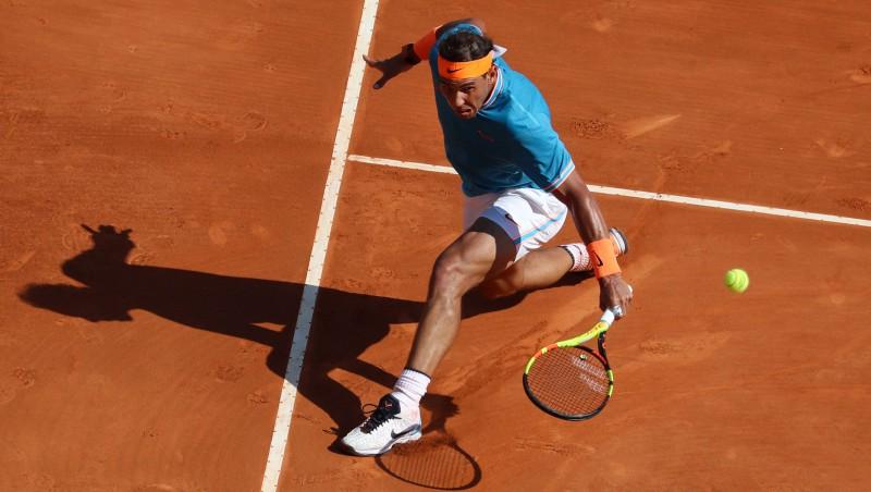 Nadals sezonas pirmajā mačā uz māla zaudē tikai divos geimos