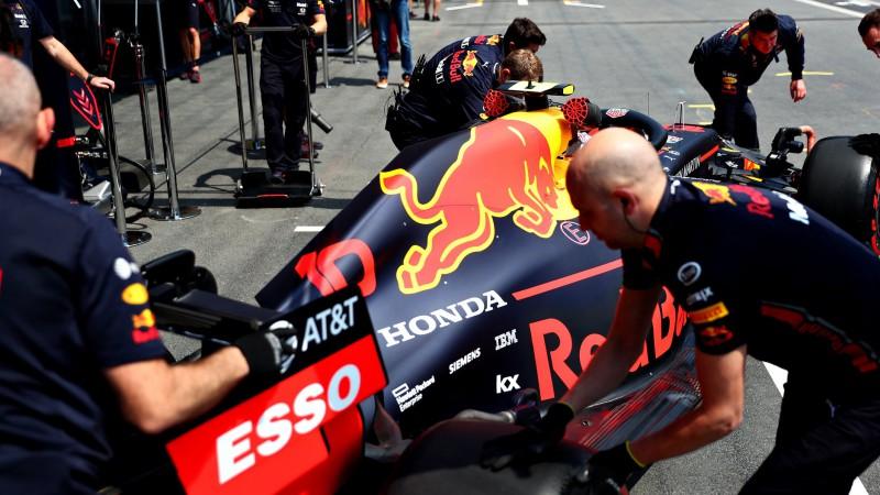 """""""Red Bull"""" Albonu paaugstina uz pirmo komandu, Gaslī nonāk """"Toro Rosso"""""""
