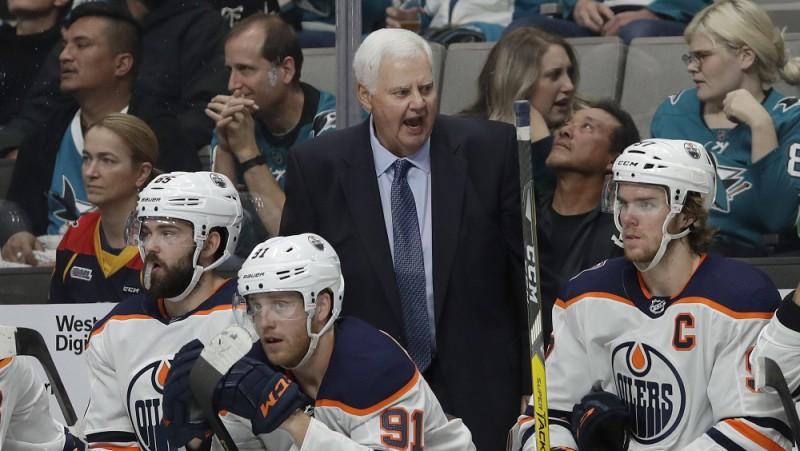 """Pieredzējušais Hičkoks neturpinās darbu ar """"Oilers"""""""