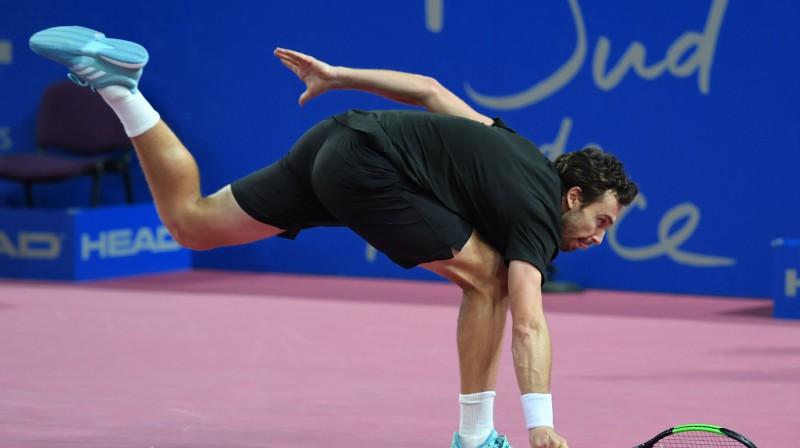 Gulbis neizservē pirmo setu un Romas kvalifikācijā sāpīgi zaudē amerikāņu milzim