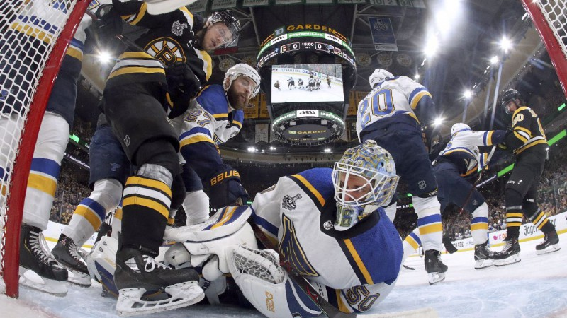 """Biļešu cenas kosmosā: vai """"Bruins"""" ļaus Sentluisai uz mājas ledus pacelt Stenlija kausu?"""