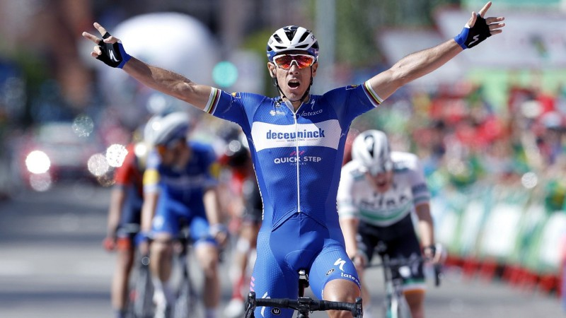 """Žilbērs izcīna 77. uzvaru, Kintana """"Vuelta a Espana"""" kopvērtējumā uzlido uz otro vietu"""