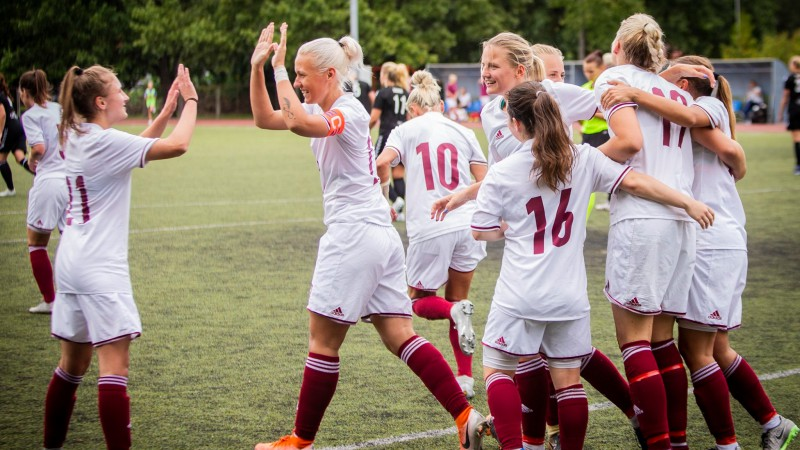 """""""Dinamo"""" triumfē Sieviešu Futbola līgā, pārtraucot """"Rīgas Futbola skolas"""" dominanci"""