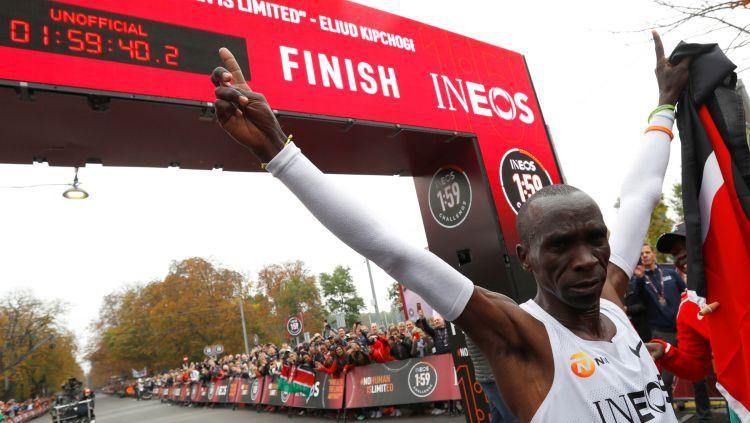 Kipčoge piepilda mērķi: pirmoreiz maratons noskriets ātrāk par divām stundām
