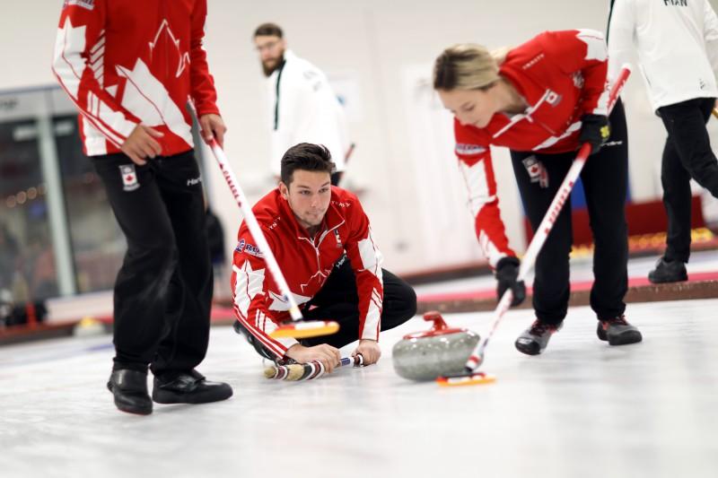 Kanāda uzvar un aizstāv pērn izcīnīto PČ titulu jauktajām kērlinga komandām