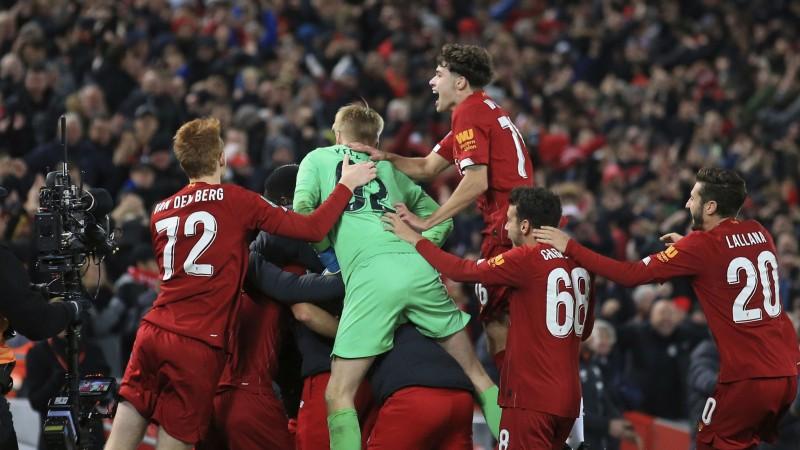 """""""Liverpool"""" desmit vārtu drāmā pendelēs uzvar """"Arsenal"""""""