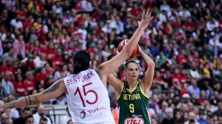 Lietuva bez variantiem zaudē Turcijā, Čehija izglābjas pēdējā sekundē