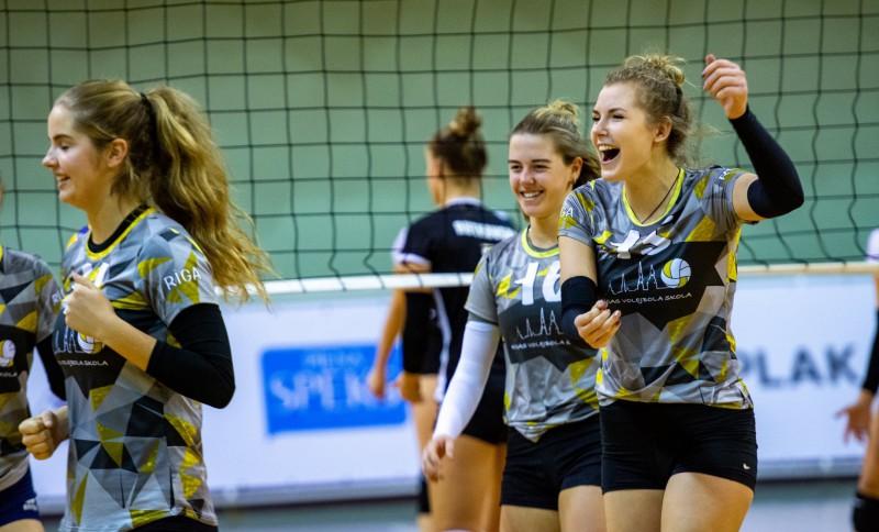Rīgas Volejbola skolas meitenes metīsies cīņa par Baltijas līgas zeltu, tiešraide Sportacentrs.com TV