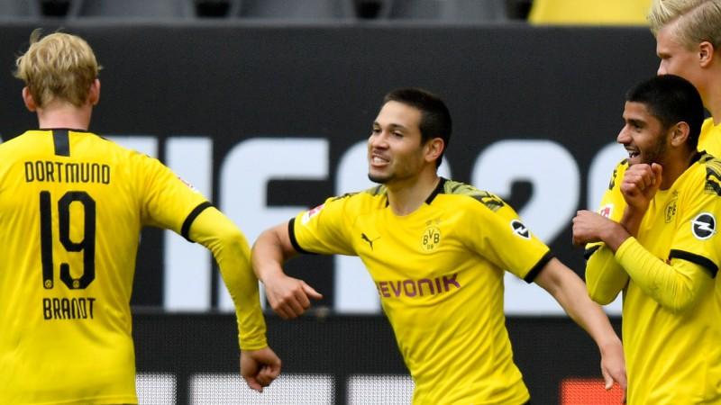 Bundeslīga atsākas ar graujošu Dortmundes uzvaru un pietuvošanos čempionei
