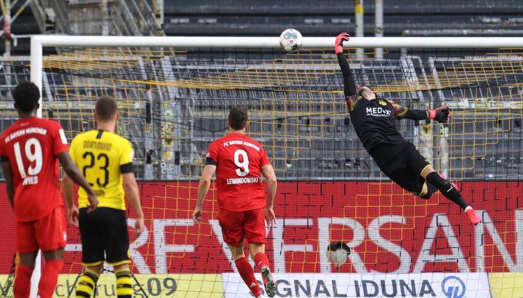 """Kimmiha meistarīgais sitiens sarūpē """"Bayern"""" uzvaru pār Dortmundi"""