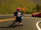 Video: Ekstrēmajam sportistam iespaidīgs brauciens lejup