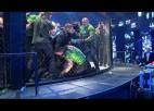 Video: MMA cīņas iznākums izraisa nekārtības