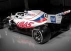 """""""Haas"""" komanda prezentē jauno F1 mašīnu Krievijas karoga krāsās"""