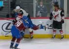 Video: NHL zvaigzne pretiniekam iemet ar paša ķiveri un saņem lielo sodu