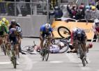 """Haotiskā """"Tour de France"""" trešajā posmā Skujiņam 45. vieta, vairāki favorīti krīt"""