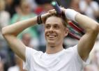 """Šapovalovs pirmoreiz iekļūst """"Grand Slam"""" pusfinālā, kur tiksies ar Džokoviču"""