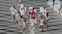 Latvijas dāmu kleitas un jakas atklāšanas ceremonijā izpelnās apskatnieku ievērību