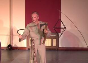 """Video: Tapusi unikāla Edgara Lipora izrāde par īstu vīrieti. Monoizrādes """"Karavīrs"""" fragmenti"""