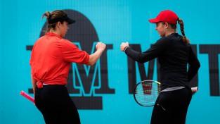 Ostapenko un Pavļučenkova sasniedz pusfinālu Madridē