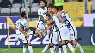 Divi ātri vārti ļauj ''Inter'' atspēlēties un pieveikt ''Fiorentina''