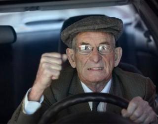 Ko par vīrieti stāsta automašīnas vadīšanas veids
