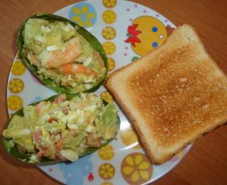 Avokado un garneļu salāti