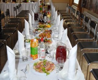 Latvijas iedzīvotāji kāzu mielastu nespēj iedomāties bez karbonādes un vārītiem kartupeļiem