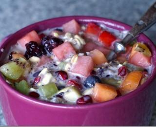 Augļu salāti ar auzu pārslām