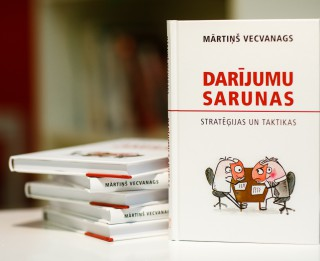 """Grāmata """"Darījumu sarunas. Stratēģijas un taktikas"""" -  palīgs sarunu vešanā kautrīgajiem latviešiem"""