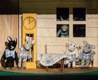 """Leļļu teātra krievu trupā """"Kazlēni un vilks"""" – marionešu izrāde vismazākajiem"""
