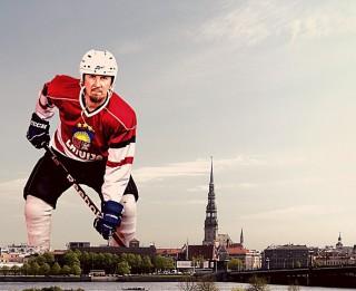 Video: Buks Latvijas hokejam velta enerģisku rokdziesmu