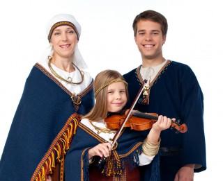 Starptautiskajai ģimenes dienai veltīts dziedošās Tihovsku ģimenes koncerts