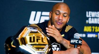 Neuzvarētais francūzis Gans dominē pār Lūisu un izcīna UFC smagsvaru pagaidu titulu