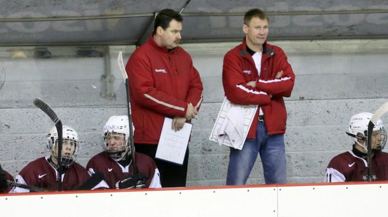Latvijas U18 izlases treneri Ēriks Miļuns un Aigars Razgals Foto: Mārtiņš Aiše